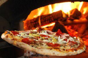 pizze-cotte-nel-forno-a-legna-parma-copy